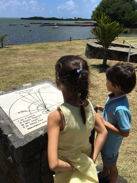 Kiddos discussing shipwreck of Saint Géran - Poudre d'Or, Mauritius