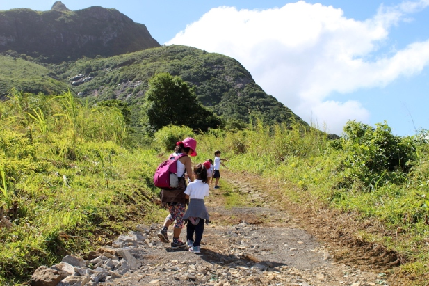 Moka Range - Le Pouce Mountain - Mountains in Mauritius #hiking #nature #mauritius #mountains #ilemaurice #montagne #mokarange - Hiking le Pouce with Children
