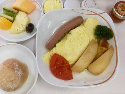 Breakfast on A319 - Business Class Air Mauritius - Omelette, fruit and warm bread