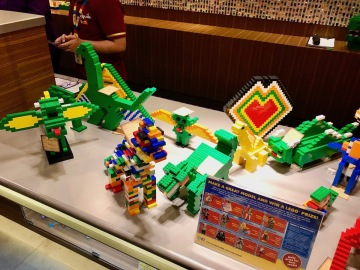 exemples of dinosaurs for the daily competition - Legoland Hotel Malaysia