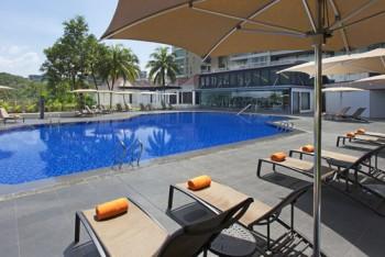 Pool area Sheraton Towers, Singapore - Where to stay in Singapore Sheraton Towers Singapore Hotel Review