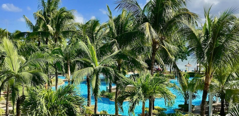 View from the lobby towards the pool and gardens - Sugar Beach Mauritius - Hotel in Mauritius